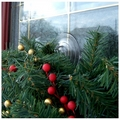 Suction Cup Wreath Hook. Christmas Suction Wreath Hanger with 2 hooks for Windows or UPVC Doors. 4 Suction Cup Pack